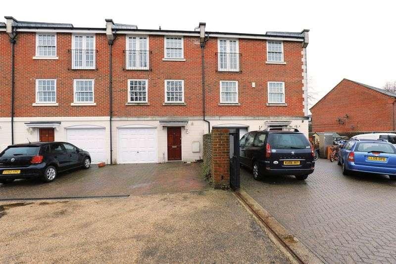 4 Bedrooms Terraced House for sale in Mead Lane, Bognor Regis