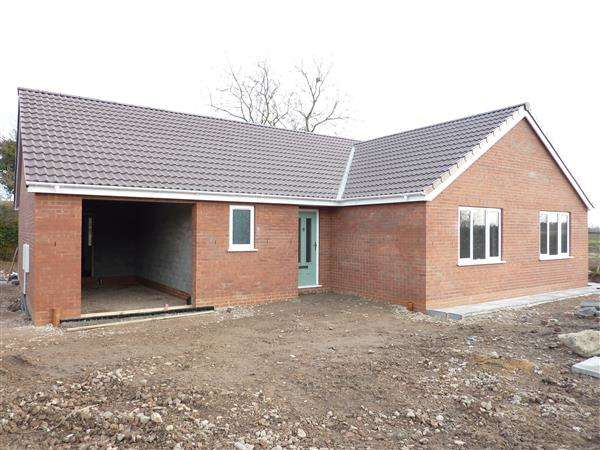 Detached Bungalow for sale in HUNSLEY DRIVE, STALLINGBOROUGH, GRIMSBY