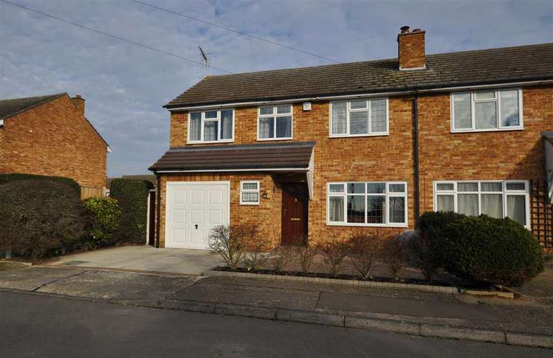 3 Bedrooms Semi Detached House for sale in Helston Road, Chelmsford