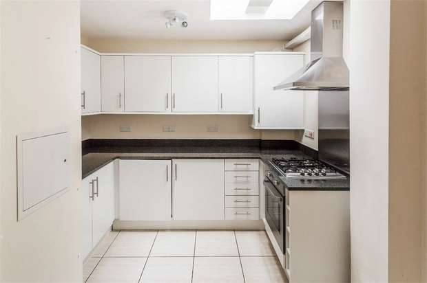 2 Bedrooms Flat for sale in Hidden Close, WEST MOLESEY, Surrey