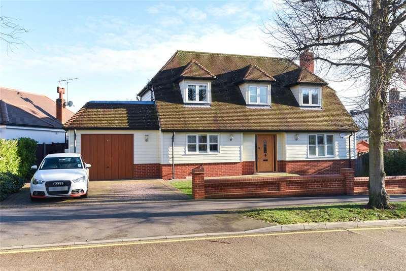 4 Bedrooms Detached House for sale in Woodland Way, Theydon Bois, Epping, Essex, CM16