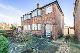 3 Bedrooms Semi Detached House for sale in Hook Road, Chessington, Surrey, Na