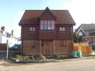 2 Bedrooms Semi Detached House for sale in Northgrove Road, Hawkhurst, Kent