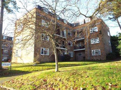 2 Bedrooms Flat for sale in Thorpe Court, Waverley Road, Enfield