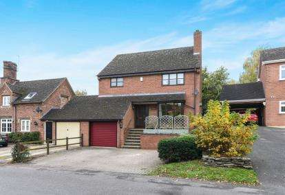 3 Bedrooms Detached House for sale in Lenchwick, Evesham, Worcestershire, .