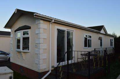 2 Bedrooms Mobile Home for sale in Lower Lodge Residential Mobile Home, Rugeley Road, Armitage, Rugeley