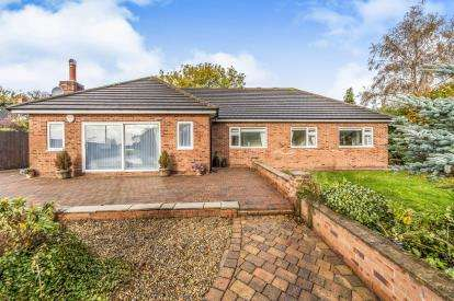 6 Bedrooms Detached House for sale in Thirsk Road, Kirklevington, Yarm, Durham
