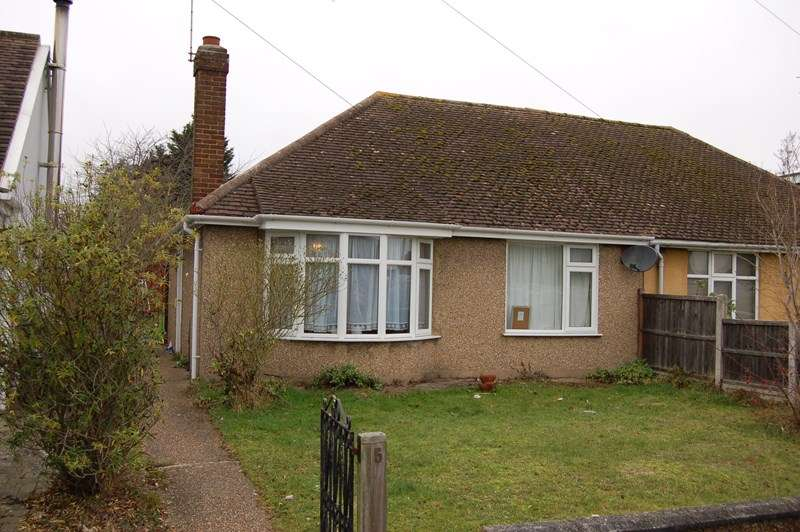 2 Bedrooms Semi Detached Bungalow for sale in Lilac Avenue, Wickford