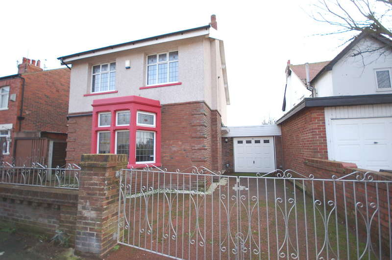 3 Bedrooms Detached House for sale in Kingston Avenue, Blackpool