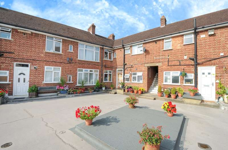 2 Bedrooms Apartment Flat for sale in Oakdale Avenue, Northwood, Middlesex, HA6