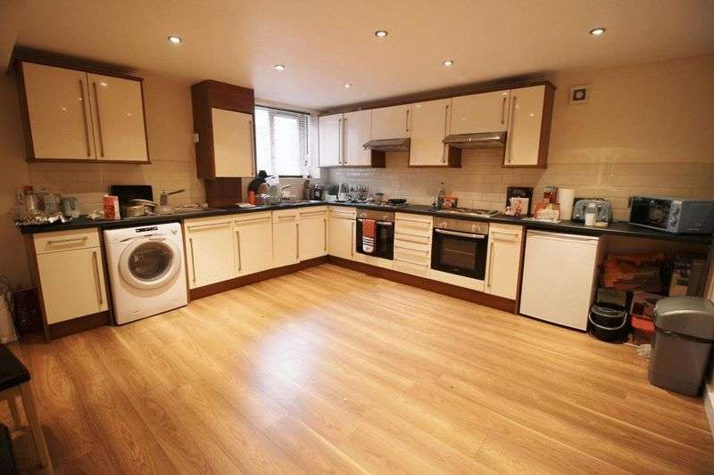 9 Bedrooms Terraced House for rent in St Michaels Road, Leeds