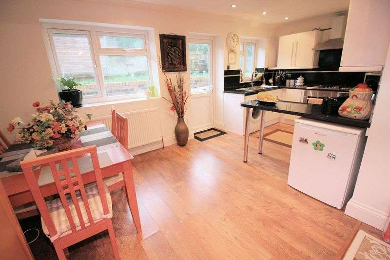 4 Bedrooms Semi Detached House for sale in Shelley Road, Prestwich