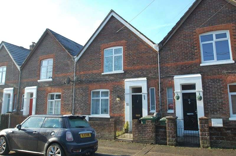 2 Bedrooms Terraced House for sale in North Road, Petersfield