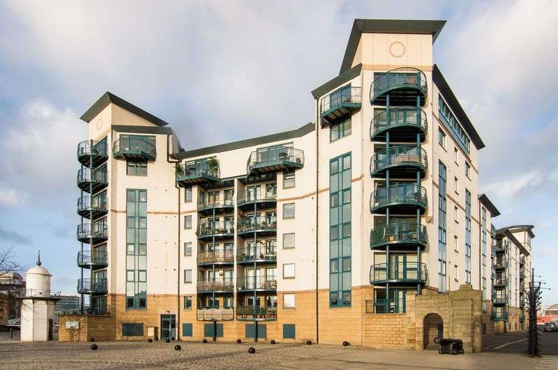 3 Bedrooms Flat for sale in 10/1 Tower Place, The Shore, Edinburgh, EH6 7BZ
