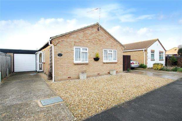 2 Bedrooms Bungalow for sale in Lavinia Way, East Preston, West Sussex, BN16