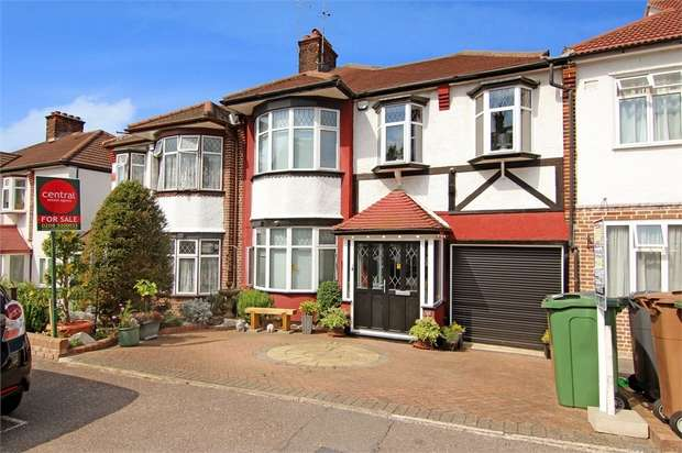 3 Bedrooms Terraced House for sale in Hillside Gardens, Walthamstow, London