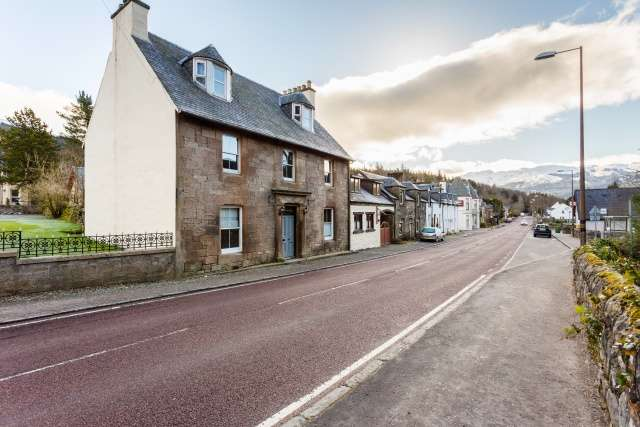 6 Bedrooms House for sale in Main Street, Strathyre, Stirling, FK18 8NA