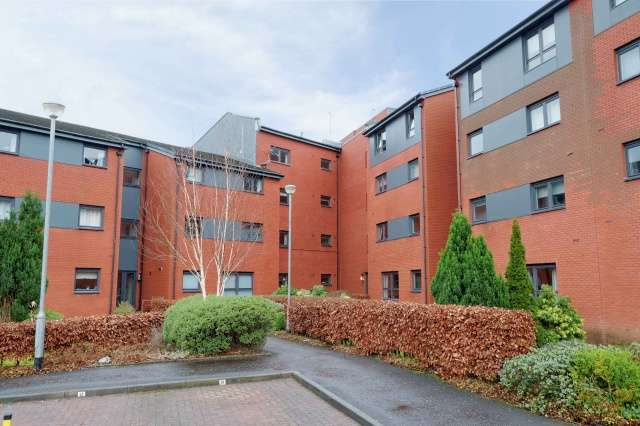 2 Bedrooms Flat for sale in 166 Clarkston Road, Muirend, Glasgow, G44 3DN