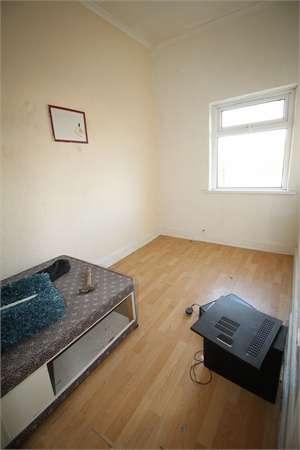 3 Bedrooms End Of Terrace House for sale in Portskewett Street, NEWPORT