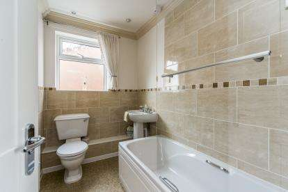 3 Bedrooms Detached House for sale in Suffolk Drive, Amblecote, Brierley Hill, West Midlands
