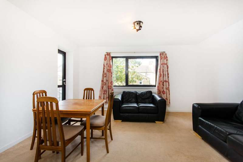 2 Bedrooms Flat for sale in Beauchamp Road, Clapham Junction, SW11