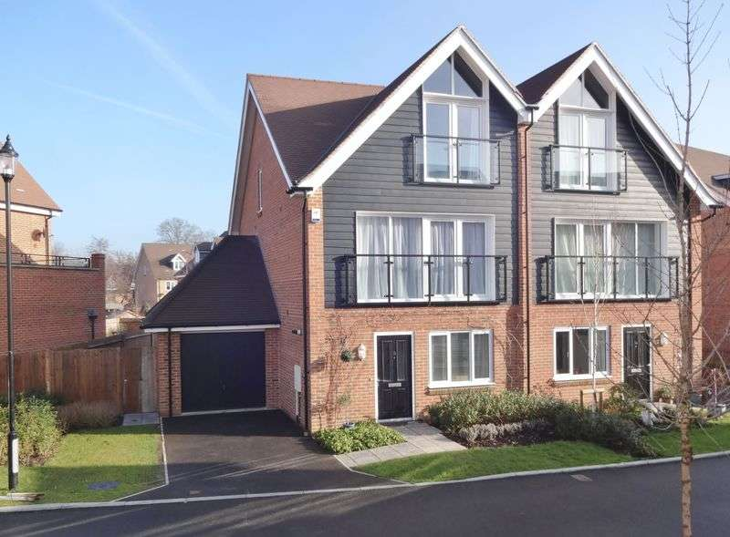 4 Bedrooms Semi Detached House for sale in Alderbank Drive, Godalming