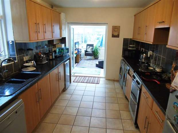 3 Bedrooms Terraced House for sale in Gammons Lane, Watford