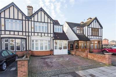 4 Bedrooms Semi Detached House for sale in Vicarage Lane, Ilford