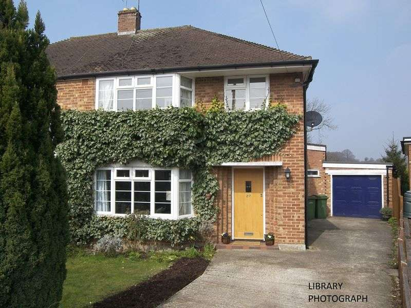 3 Bedrooms Semi Detached House for sale in Crediton Way, Claygate