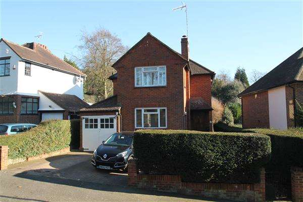 3 Bedrooms Detached House for sale in Fairdene Road