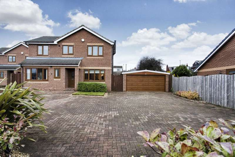 4 Bedrooms Detached House for sale in 25 Upper Green Drive, Tingley, Wakefield, WF3 1TD