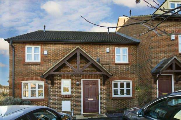 2 Bedrooms Terraced House for sale in Maiden Place, Lower Earley, Reading,