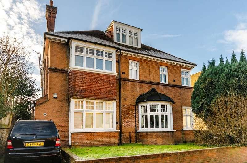 1 Bedroom Flat for sale in Claremont Gardens, Surbiton, KT6