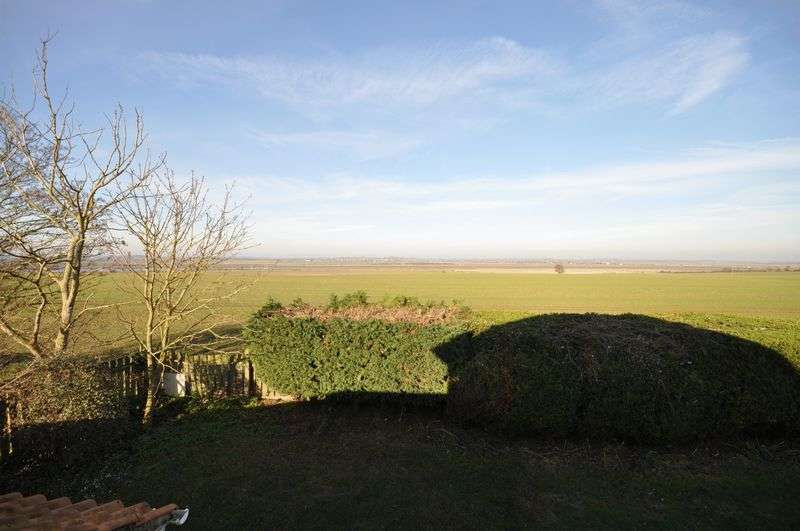 4 Bedrooms Detached House for sale in Gunfleet Close, West Mersea