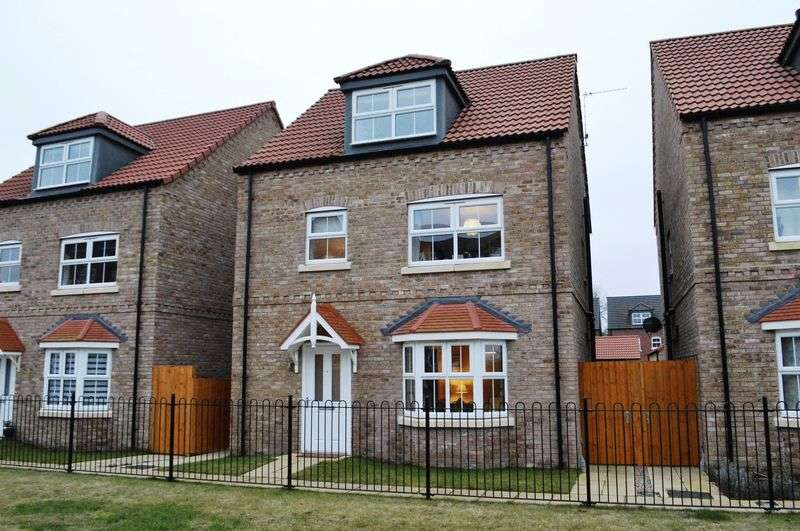 4 Bedrooms Detached House for sale in Saunders Close, Market Rasen