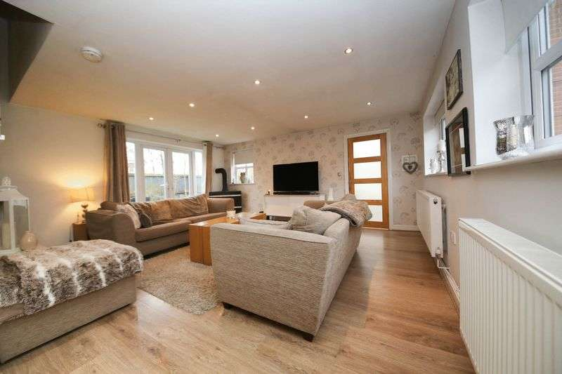 5 Bedrooms Terraced House for sale in Blackberry Drive, Hindley, Wigan
