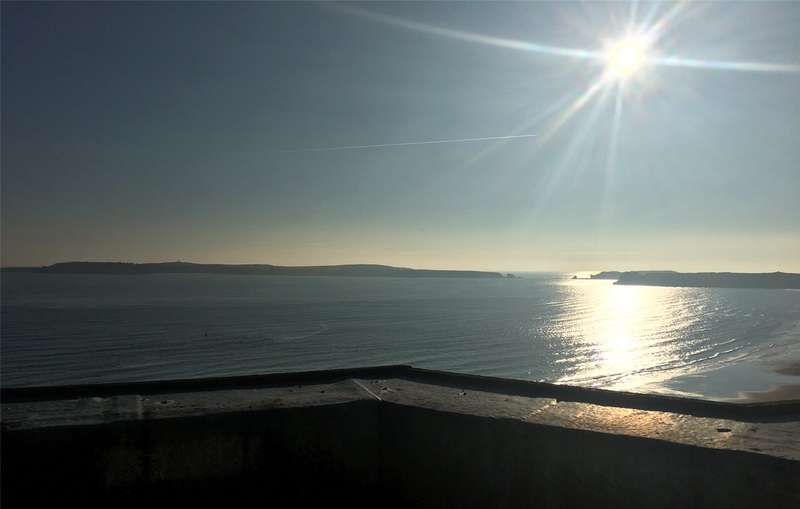 2 Bedrooms Flat for sale in Flat 6, Connaught House, 10 Esplanade, Tenby