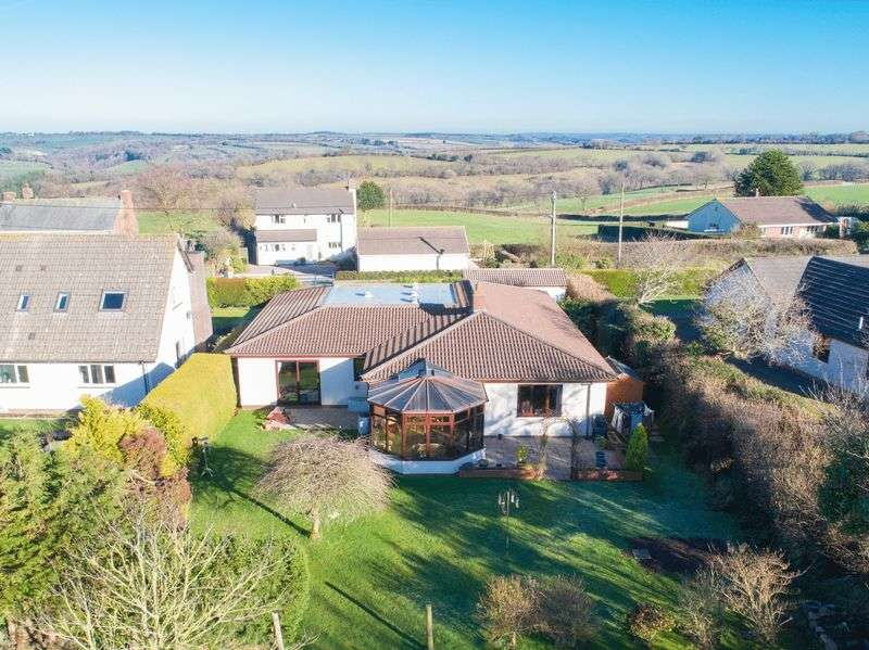 6 Bedrooms Detached Bungalow for sale in Cherry Meadow, Chawleigh