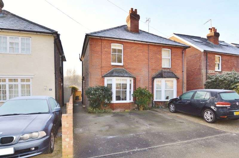3 Bedrooms Semi Detached House for sale in Peperharow Road, Godalming
