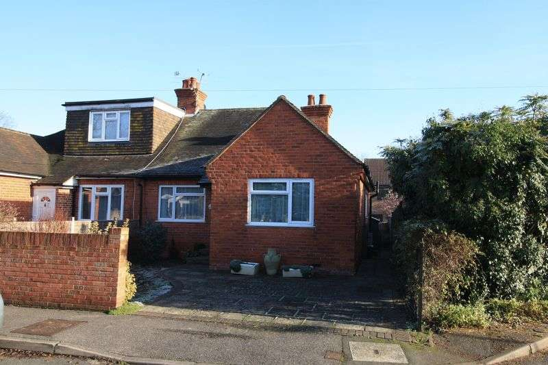 2 Bedrooms Semi Detached Bungalow for sale in Northfield Road, Maidenhead