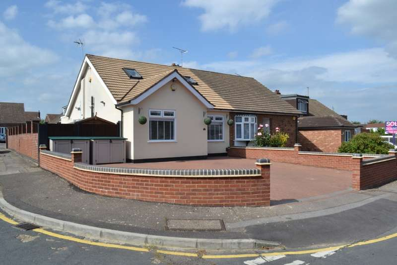 4 Bedrooms Bungalow for sale in Chelsworth Drive, Harold Wood