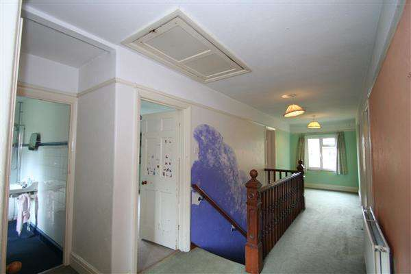 4 Bedrooms Detached House for sale in Blackborough Road, Reigate