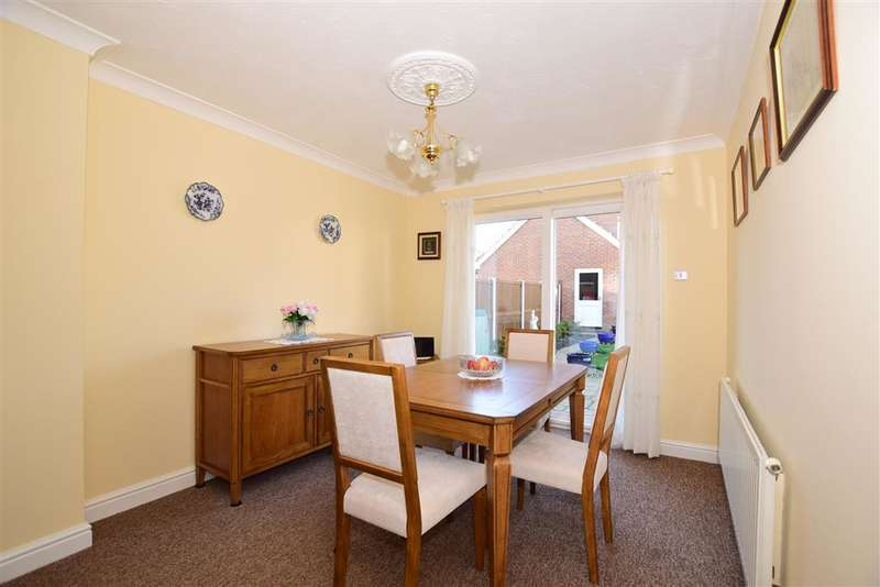 3 Bedrooms Detached House for sale in Redberry Road, Kingsnorth, Ashford, Kent