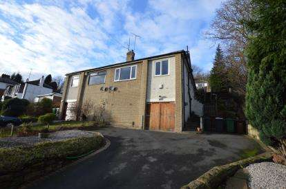 2 Bedrooms Semi Detached House for sale in Pudsey Road, Bramley, Leeds, West Yorkshire
