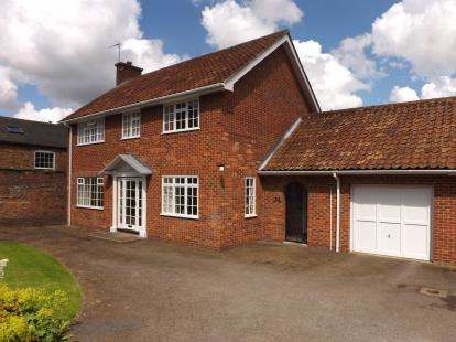 4 Bedrooms Detached House for sale in Westgate, Louth, Lincolnshire