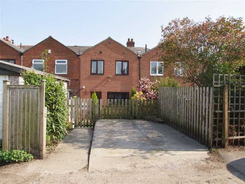 3 Bedrooms Terraced House for sale in Watford Avenue, Norwood Green, Halifax, HX3 8QL