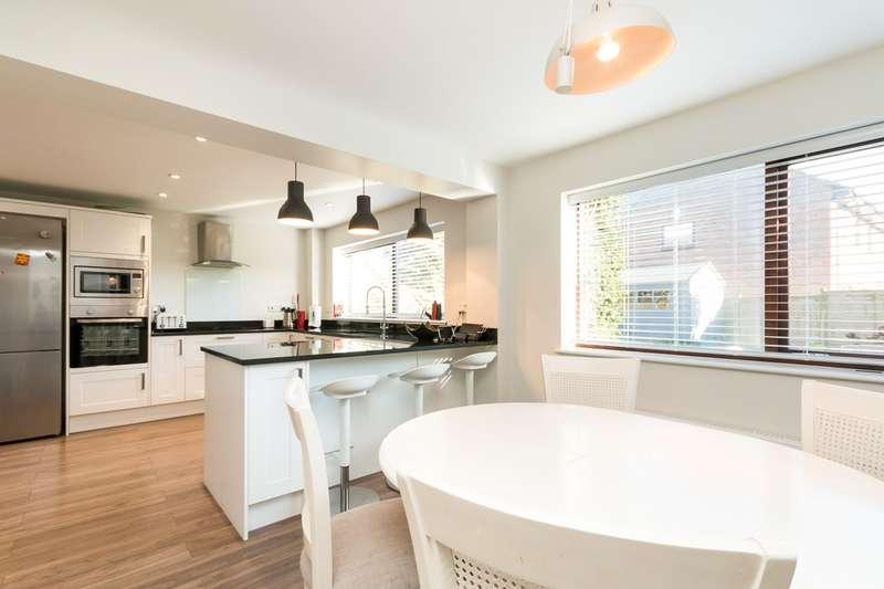 4 Bedrooms Detached House for sale in Feld Way, Lychpit, Basingstoke, RG24