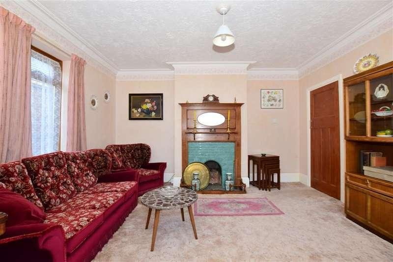 2 Bedrooms Detached Bungalow for sale in Roberts Road, Rainham, Gillingham, Kent