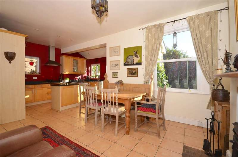 3 Bedrooms Detached House for sale in Myrtle Road, Crowborough, East Sussex