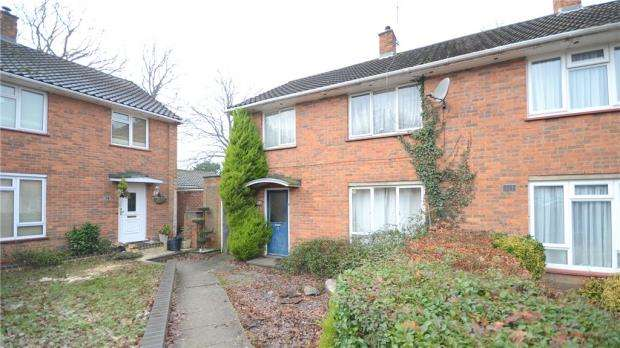 3 Bedrooms Semi Detached House for sale in Oakwood Road, Bracknell, Berkshire
